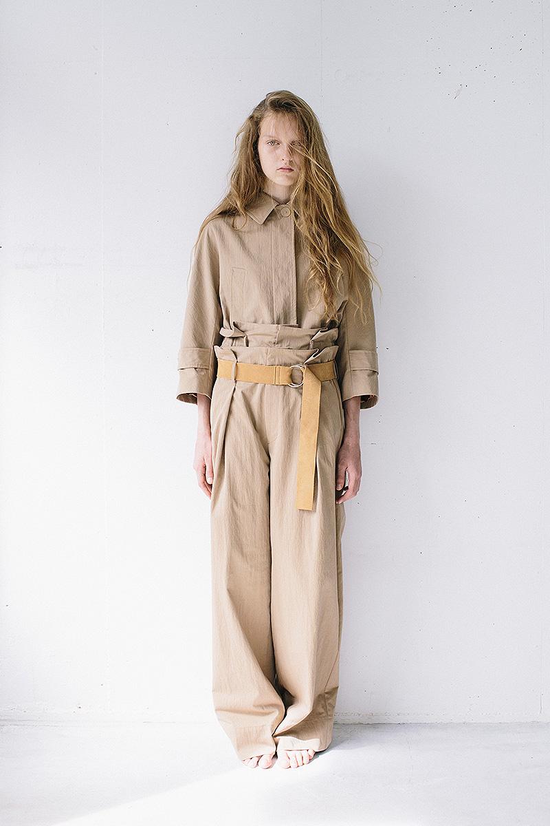 short soutien collar jacket / wide chino pants